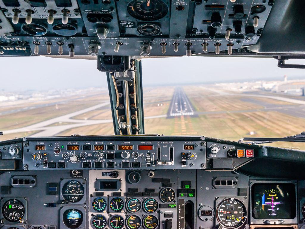 Cockpitsicht B737 im Anflug auf Frankfurt